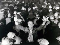 The Crowd - Ein Mensch der Masse
