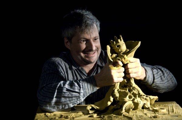 Thalias Kompagnons Aus dem Lehm gegriffen - © Foto: Bruno Weiss