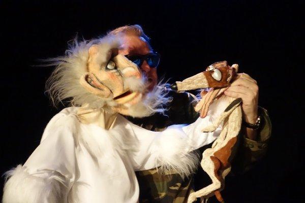 Uraufführung: Stuffed Puppet / Neville Tranter (AU/NL) - © Wim Sitvast