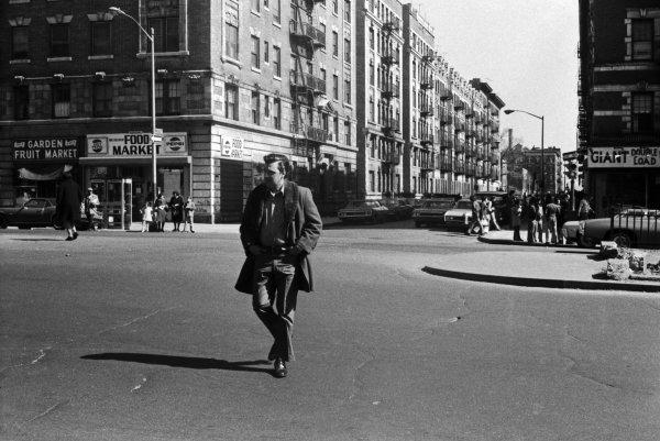 """""""Nachgefragt. Was Sie schon immer über Kunst wissen wollten"""" - © Jürgen Becker, aus der Serie """"New York, 1972"""", Copyright Jürgen Becker, Courtesy Boris Becker, Köln"""